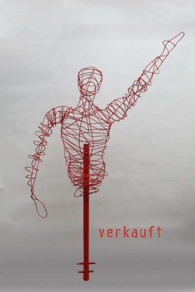 Skulptur aus lackiertem Rundstahl