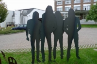 lebensgroße gelaserte Skulpturengruppe aus 3 mm Stahlblech
