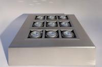 Leuchtelement mit kardanisch aufgehängten Uplights aus Edelstahl