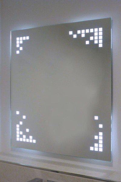 astreiner Spiegel mit LED-Beleuchtung