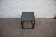 schöne Stahlmöbel aus Zunderstahl, klar und sachlich, klar lackiert