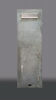 Standbriefkastensäule aus Stahl mit einer Stromtankstelle