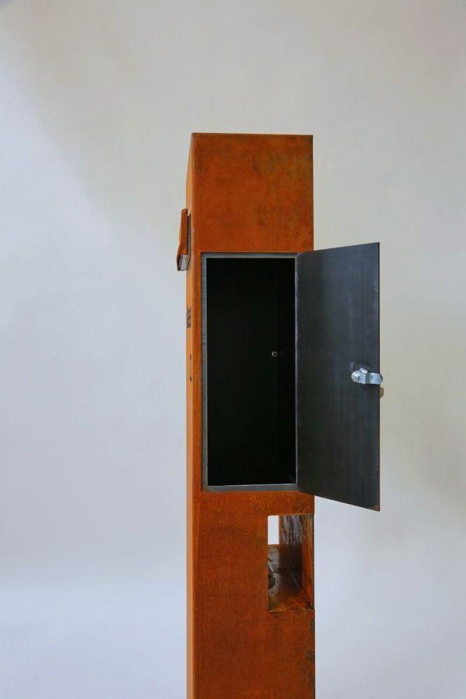 freistehender briefkasten aus corten stahl. Black Bedroom Furniture Sets. Home Design Ideas