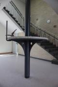Stehtisch aus gelasertem Stahl und Beton für die Brinker Schule in Langenhagen