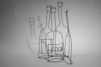 Stillleben - Drei Weinflaschen und eine von 2000