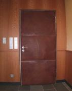 Zimmer Türe mit Straussenleder bespannt