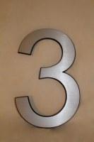 Hausnummer 3 aus Aluminium gefräst