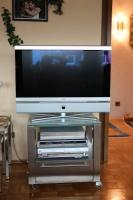 Fernsehtisch mit drehbarer Glasplatte aus Edelstahl