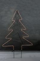 Tannenbaum mit einem  Lichtschlauch nachgezeichnet