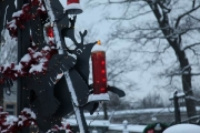 Tannenbaum aus Stahl mit Tieren aus dem Yukon für Yukon Bay im Zoo Hannover