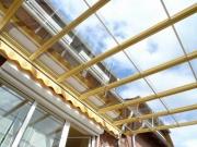Schiebedach als Terassenüberdachung auf einer Holz Unterkonstruktion