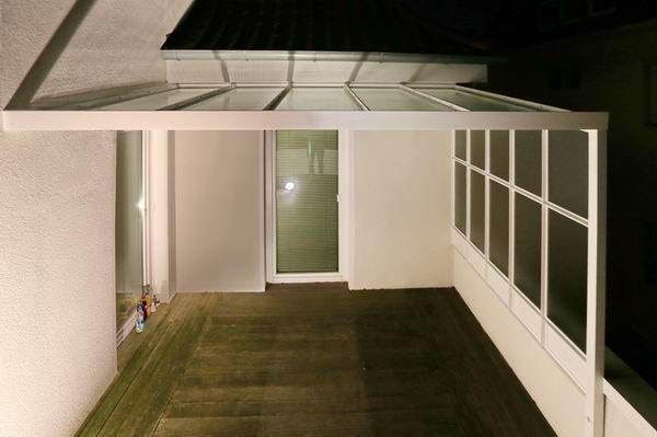 terrassen berdachung mit einem seitlichen wind und sichtschutz. Black Bedroom Furniture Sets. Home Design Ideas
