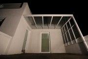 Terrassenüberdachung mit einem seitlichen Wind-und Sichtschutz
