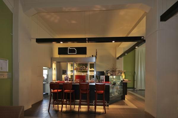 leuchten aus stahl f r die g steresidenz im pelikanviertel. Black Bedroom Furniture Sets. Home Design Ideas