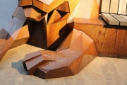 """Skulptur """"Tigerbank"""" aus rostigem Stahl"""
