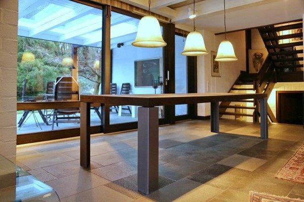 Tisch aus Stahl und Wenge