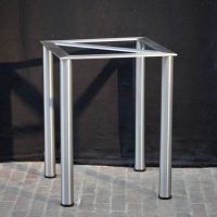 Tischuntergestell aus Edelstahl für eine Natursteinplatte