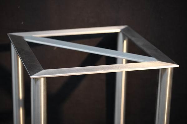 tischuntergestell aus edelstahl f r eine natursteinplatte. Black Bedroom Furniture Sets. Home Design Ideas