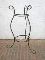 Tischgestell für einen Stehtisch aus geschmiedetem Vollmaterial