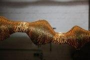 Tischleuchte aus vergoldetem Runddraht
