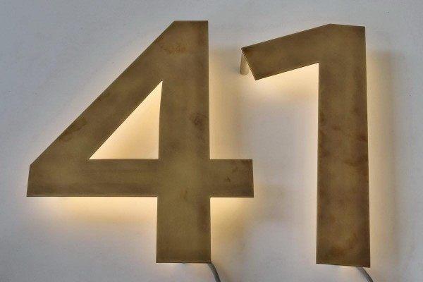 Tombak-Hausnummer 42
