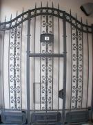 handgeschmiedetes Tor aus Eisen