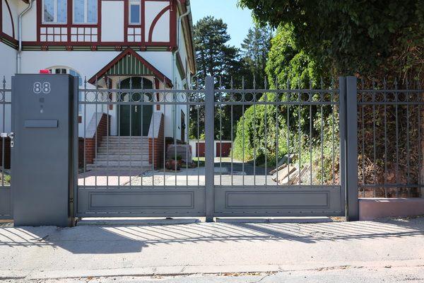 elektrische tore f r eine historische villa in alfeld. Black Bedroom Furniture Sets. Home Design Ideas
