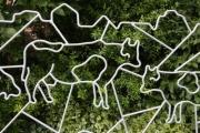 tierisch gut: automatisches Tor mit feuerverzinkten Tieren