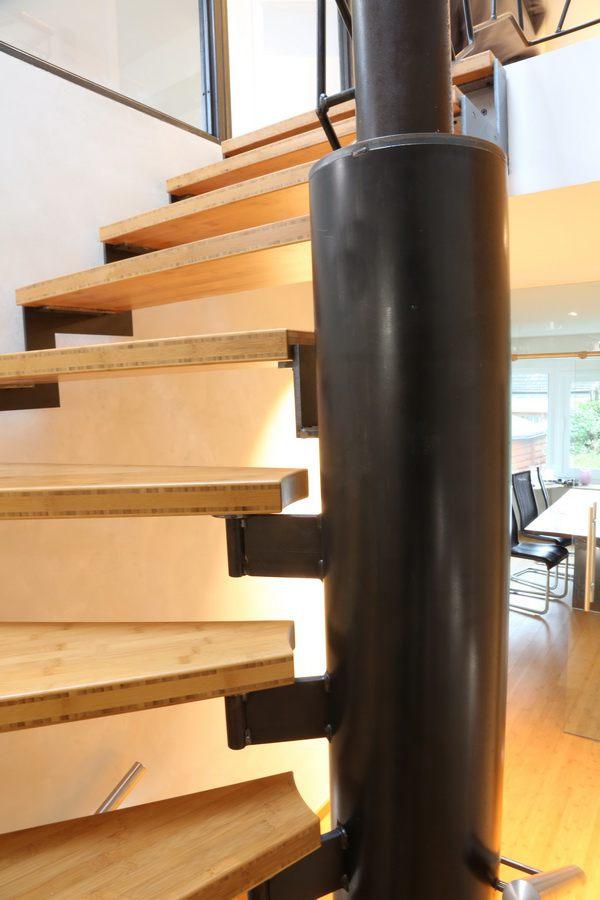 eine astreine treppe aus gelasertem stahl und bambus. Black Bedroom Furniture Sets. Home Design Ideas