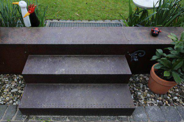 garten treppe aus corten stahl. Black Bedroom Furniture Sets. Home Design Ideas