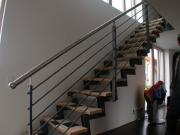 Treppe aus Stahl, Treppenandlauf aus Edelstahl