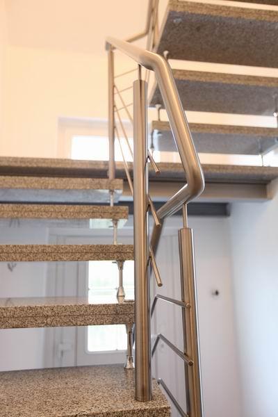 kombiniertes treppengel nder aus edelstahl und sicherheitsglas. Black Bedroom Furniture Sets. Home Design Ideas