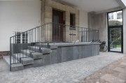 Feuerverzinkte und lackierte Geländer für ein Wohnhaus