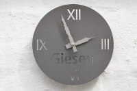Uhr für die Socon GmbH mit Kavernenzeigern vom Standort Giesen