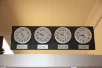 Uhrenplatte mit 4 Weltuhren