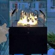 2 Glasvitrinen aus Stahl für GEM Factory in Brunnen/Schweiz