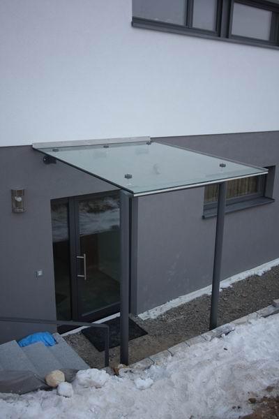 glasvordach mit stahlunterbau und punkthalter. Black Bedroom Furniture Sets. Home Design Ideas