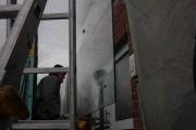 wunderschönes Vordach mit einer Säule in Schmitzstruktur und einem Glasdach