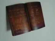 Signiertes Buch aus Kupfer