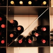 Weinregal aus Stahl für einen Weinkeller