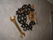 Vergoldetes Werkzeug als Wandgestaltung für die Hastrabau in Langenhagen