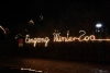 Leuchtender Hinweis zum Winter-Zoo Eingang