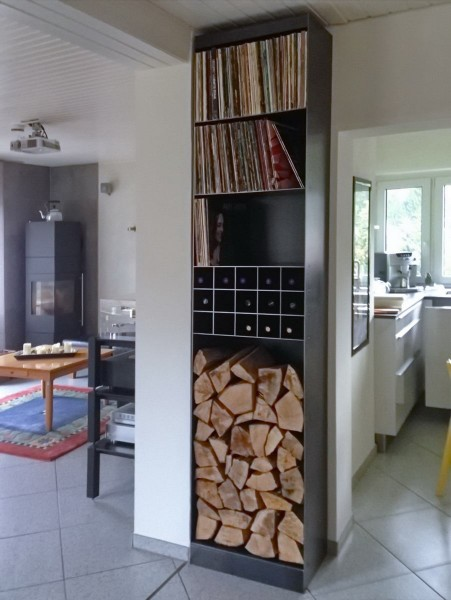 stahlregal f r kaminholz schallplatten und weinflaschen. Black Bedroom Furniture Sets. Home Design Ideas