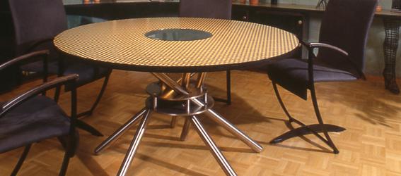 wohnzimmer tisch mit einem edelstahl untergestell. Black Bedroom Furniture Sets. Home Design Ideas