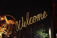Welcome - Schriftzug mit LED Lichtschlauch und animierten Lichterketten