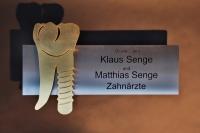 Schild für die Zahnarzt Praxis Dr. Senge in Hannover
