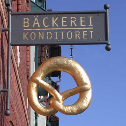 astreiner Ausleger mit 24 ct vergoldeter Brezel für die Bäckerei Hufgard in Eschwege