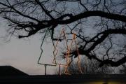 Leuchtende Tannenbäume auf dem Garagendach der AWO in Großdüngen