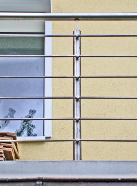 Balkon und Balkongeländer aus Stahl und Edelstahl.