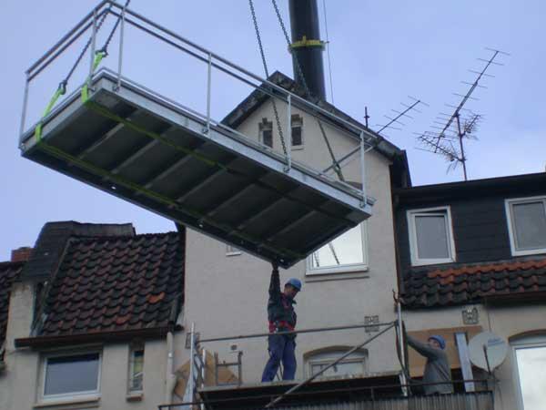 Kran Montage eines Balkones